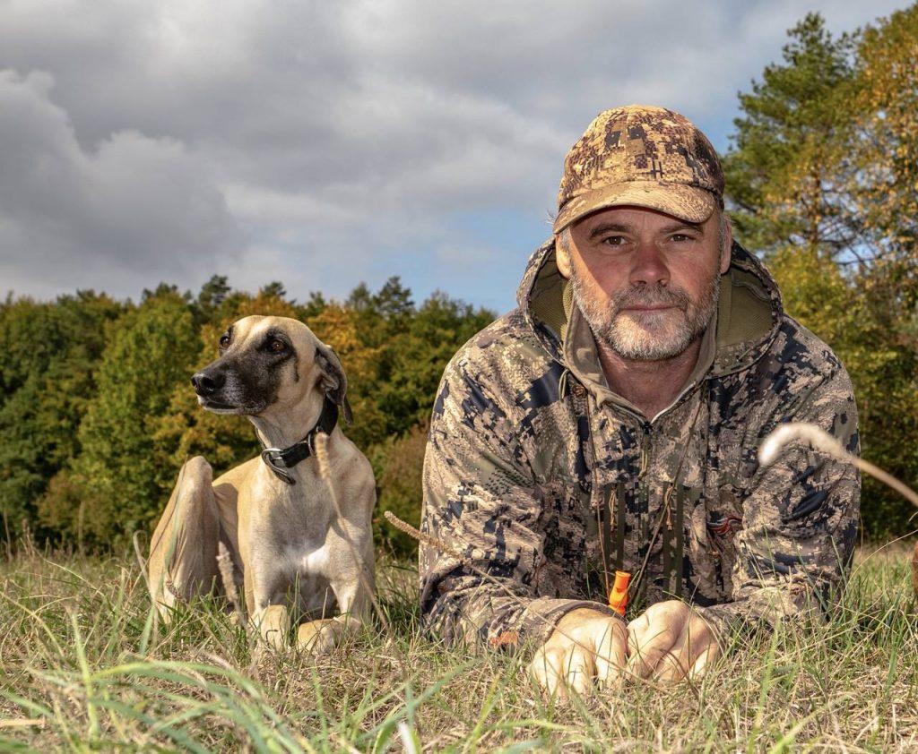 hundetrainer mit windhund